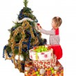 Little girl ecorating Christmas tree — Stock fotografie