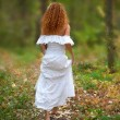 Bride go to the forest, view from the back. The rear view. — Foto Stock