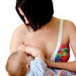 ung mamma ammar sitt barn — Stockfoto