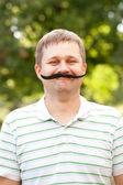 偽の口ひげを持つ男 — ストック写真