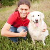 Happy man hugging dog retriever — Foto Stock