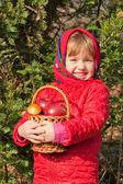 面白い少女と茸のリンゴ — ストック写真