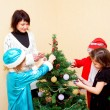 Family decorating a Christmas tree. — Stock Photo