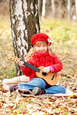 Lovely little girl playing guitar — Stockfoto