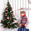 Father and kid decorating the Christmas tree — Stok fotoğraf