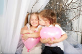Little couple of kids kissing — Foto Stock