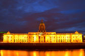 Custom House on the river Liffey in Dublin city at night. — Stock Photo