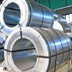 rolos de chapa de aço em um armazém — Fotografia Stock  #25247921