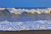 波浪对海洋海岸 — 图库照片