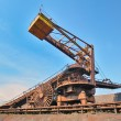 Coal loading conveyor belt piles coal — Stock fotografie