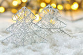Árbol de Navidad en la nieve — Foto de Stock