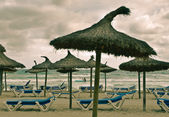 Beach and sea with sunbeds, umbrellas and — Stock Photo
