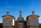 Tombs and cross in the cemetery — Stock Photo