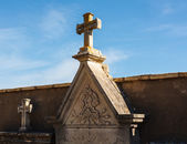 Tomb and cross in the cemetery — Stock Photo