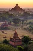 Os templos de bagan no nascer do sol, bagan, myanmar — Foto Stock