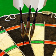 Foto Stock: Darts in dartboard