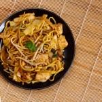 Chicken chow mein — Stock Photo