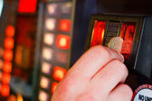 Inserting pound sterling coin into Gaming machine — Stock Photo