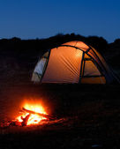 Illuminated tent and campfire — Stock Photo