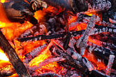 Embers glowing in blazing fire — Stock Photo