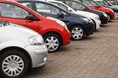 Sprzedaż używanych samochodów — Zdjęcie stockowe