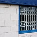 ������, ������: Retractable window security gates