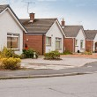 Suburbbungalows on housing estate — Stock Photo #25902671