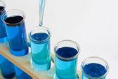 Química prueba de tubos de ensayo con el cuentagotas — Foto de Stock