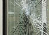 Smashed glass window pane — Stock Photo