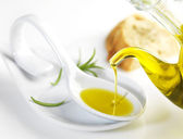 Virgin olive oil pouring in a spoon — Foto Stock