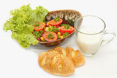 Healthy breakfast ,Vegetarian salad and whole wheat bread with s — Stock Photo