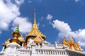 Tajskiej architektury: wat trimit bangkok, Tajlandia — Zdjęcie stockowe