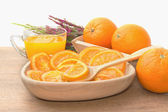 Dehydrated dried and fresh orange with juice — Stock Photo
