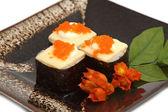 Sushi, japansk mat visas på skålen — Stockfoto