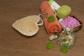 курортный сбор, основные мятного масла и морской соли — Стоковое фото