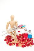 деревянные модели макетные медицины флакон, шприц и таблетки — Стоковое фото