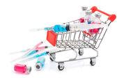 Carro de compras con jeringa y frascos de medicina — Foto de Stock