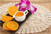 Portakal suyu ve taze meyve, sağlıklı yemek koymak için diyet — Stok fotoğraf