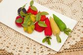 Deletable imitation frukter i vit platta, thailändsk efterrätt — Stockfoto