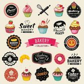 Collection of vintage retro bakery badges and labels. Hand lettering style with cupcakes, croissants, donuts, breads, pretzel and cookies. — Stock Vector