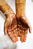 Henna hands at indian wedding — Stock Photo