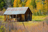Log Cabin in the Mountains during Fall or Autumn — Stock Photo