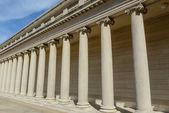 Pilares de piedra de fundación en una fila — Foto de Stock