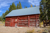Red Cabin in Autumn — Stock Photo