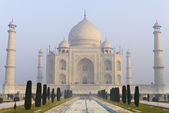 Taj Mahal in the morning with haze in the sky — Stock Photo