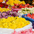 Mums and Roses for Sale in India — Stock Photo