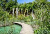 Waterfall and Wooden Path in Plitvice National Park in Croatia — Stock Photo