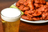 Beer and Buffalo Wings — Stock Photo