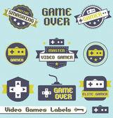 векторный набор: ретро видео игры этикетки и значки — Cтоковый вектор