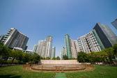 Parque y edificios de residencia — Foto de Stock